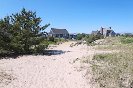 Beach Front! Beautiful Views! Walk to town-47 Little Beach Rd - Chatham - Other