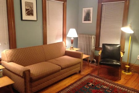 cozy room in town - Easthampton - House