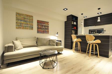 全新奢華設計 兩房 六本木之丘 兩分鐘 麻布十番站 三分鐘  六本木站 七分鐘 可住六人 24小時 - Minato-ku