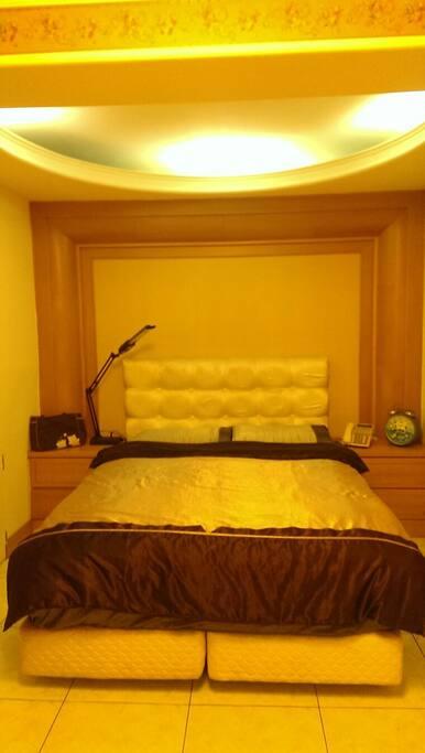 典雅的雙人床套房記憶香枕蟬絲被 睡的舒適