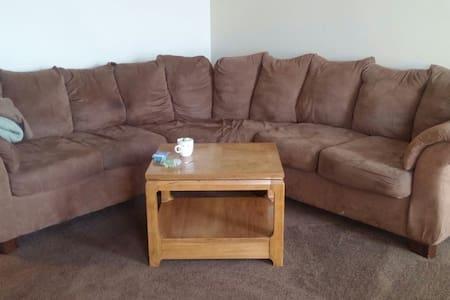 Comfy Sectional (smoke/pet free) - Apartment