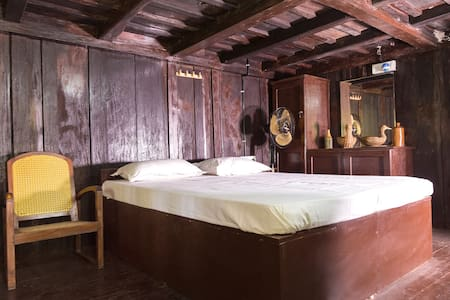 Wooden room in a Water front Heritage Home Stay - House