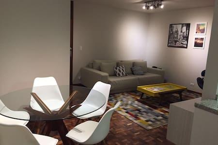 Apartamento no coração do Batel 2Q - Apartment
