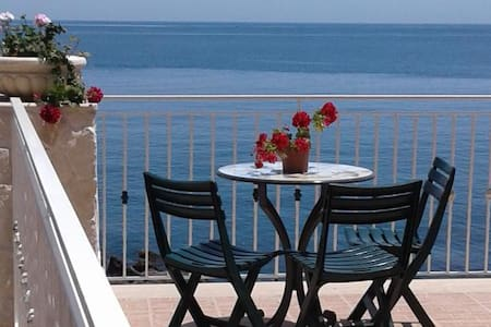 Villa mare spiaggia privata - Aci Castello - Huvila