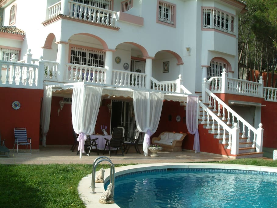 Villa vom Pool aus