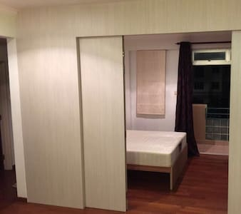Spacious room for vacation stay. - Flat