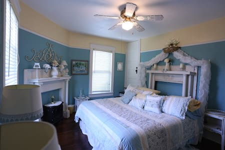 Inn The Park Bed and Breakfast-The Duck Pond - Christiansburg