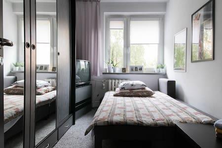 Pokój z balkonem, osiedle Retkinia. - Bed & Breakfast