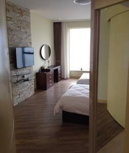 紧靠国际海水浴场的度假公寓,适合朋友聚会 情侣蜜月度假 - Apartament