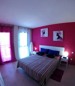 Purple Ocean Suite Doublerainbow BB - Bed & Breakfast