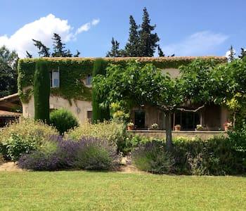 5 bedroom19thC farmhouse with huge groundsand pool - Maussane-les-Alpilles