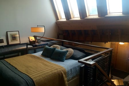 The Lux Loft Woodstock-Train to ORD - Woodstock - Loft
