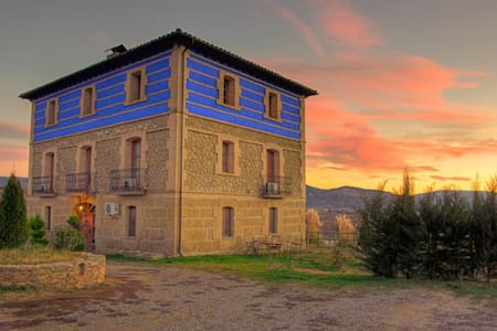 Bodegas De Arnes - Bed & Breakfast