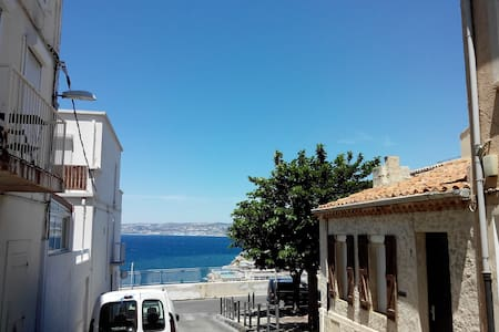 Appartement avec terrasse 15mn Vieux Port et plage - Apartment