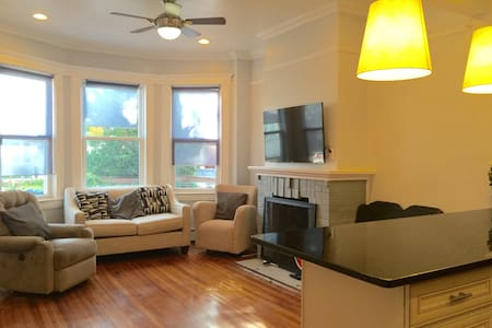 20m to Manhattan (Express Train),  3 BR APT - Casa