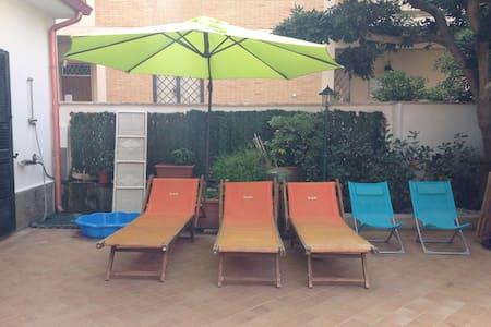 """""""La cicala marina"""" beachfront apartment near Rome - Apartemen"""