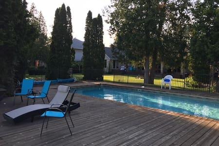 Lakefront house w/ pool - gorgeous! - Cambridge - Blockhütte