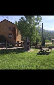 Casa rústica en plena naturaleza - Nava - Huis