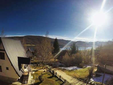 sunny,family-friendly, nice view - Casa