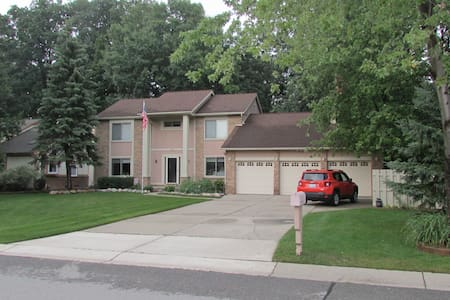 Very close to golf course - West Bloomfield Township - Huis