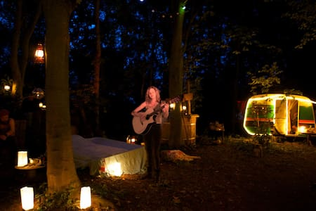 Fire, forest bed & great breakfast - Groningen - Autocaravana