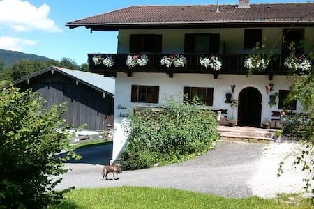 Ferienwohnung am Fuße des Watzmann neu renoviert - Appartement
