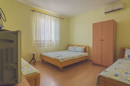 Comfort Apartment with Sea and City View Dabovic - Apartment