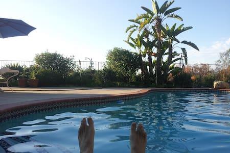 Hilltop Sunset Pool View in quiet Neighborhood! - Haus