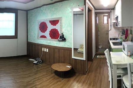 Convenient Apartment in Pohang (1~4 persons) - Lägenhet
