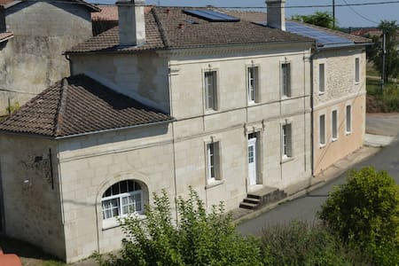 Chambre d'hôtes de charme près de Bordeaux - Huis