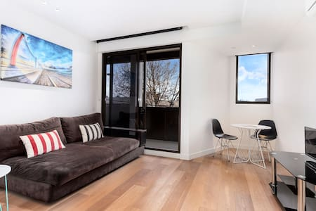 MODERN & NEW 1 BEDROOM +WIFI - South Yarra - Apartment