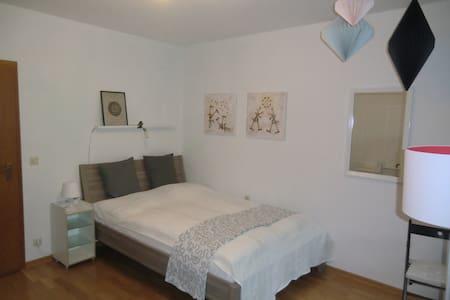 Chices Zimmer mit Bad und Balkon - Heidelberg - Maison