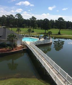 Condo with View of Island Pool - Kondominium
