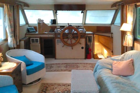 53ft Classic Hatteras Motor Yacht