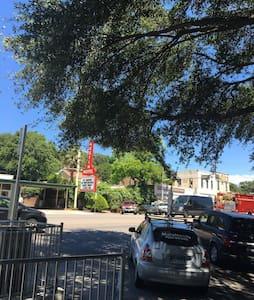 South Congress Skyline Room - Austin - Apartment