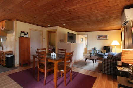 Cozy, Quiet Cottage on Country rd 2 mil from I-91 - Bernardston - Dům