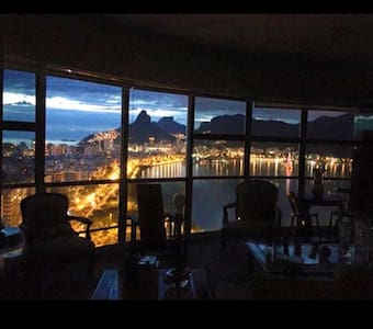 Wonderful view, art & comfort.Lagoa
