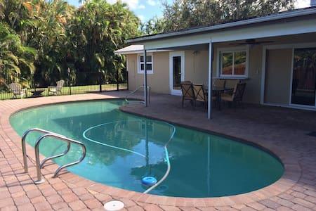 Jupiter 4 Bedroom Vacation Rental with Pool! - Jupiter - Rumah