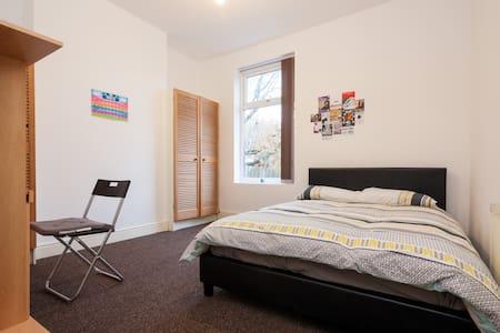CHEAP DOUBLE ROOM SUITABLE FOR  COUPLES - Birmingham - House