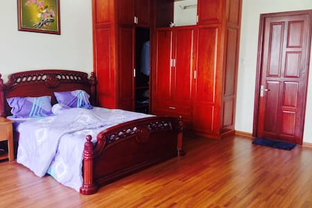 Cheap/ Quite/ Large and Homy Room - Rumah