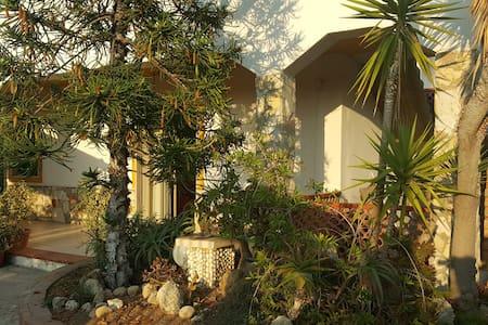 Casa degli Ulivi - relax a 100m dalla spiaggia - Gela