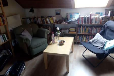 Nice room near city centre and university, cosy - Ev