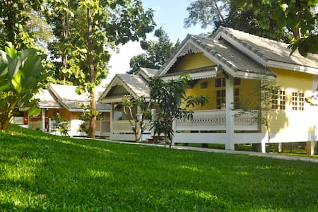 Monocerors Resort, Chiang Mai, Cottage King Bed - Tambon Mae Raem - Bed & Breakfast