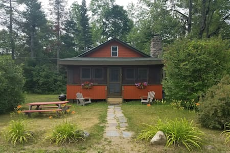 Orange 2 Bedroom Adirondack Cabin - Johnsburg - Stuga