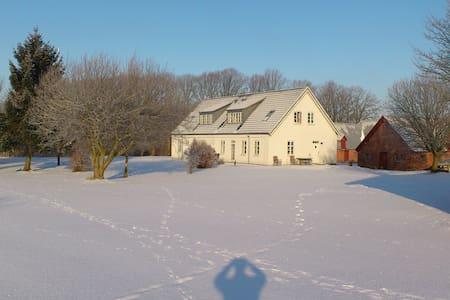 Rooms for craftsmen - Solbjerg - Hus