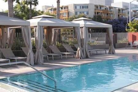 Luxury High Rise Cabana Room - Los Angeles - Apartment