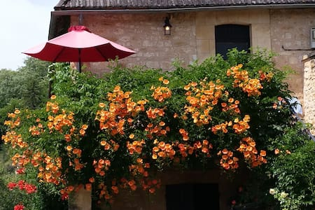Wonderfully sunny house in a historic village - Castelnaud-la-Chapelle - Huoneisto