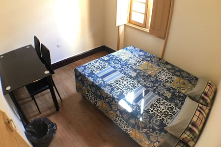 D. Dores, Double room 2 with shared bathroom - Aveiro