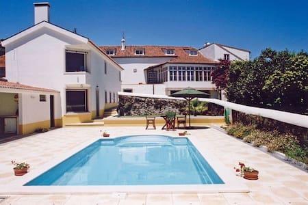 Casa numa quinta, com piscina .