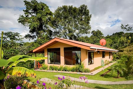 Romantic Cottage at Lake Arenal, Stunning Views - El Castillo